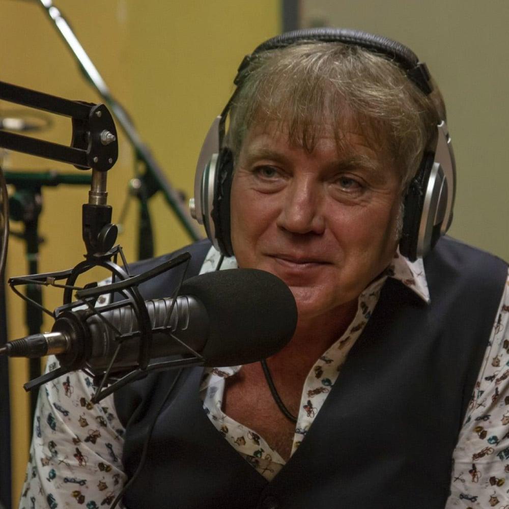 Marcel de Boer in de radiostudio.